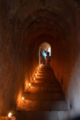Interior de un templo de Bagán en Myanmar