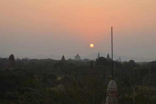 Atardecer en los templos de Bagan en Myanmar